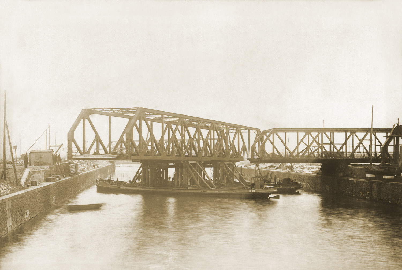 Historisches Foto einer beweglichen Seebrücke von F+Z Hamburg
